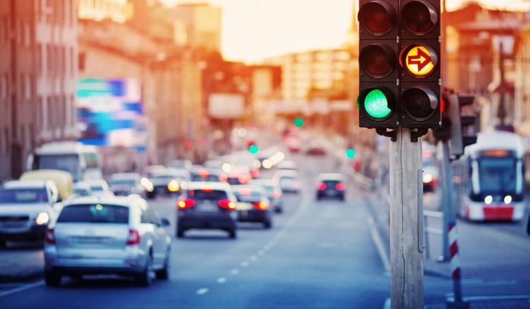 車通勤の交通費精算方法は?非課税限度額などの注意点を解説